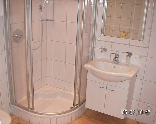 Bad Mit Dusche Gefliest